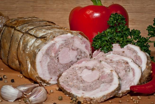 Мясной рулет в домашних условиях из свинины